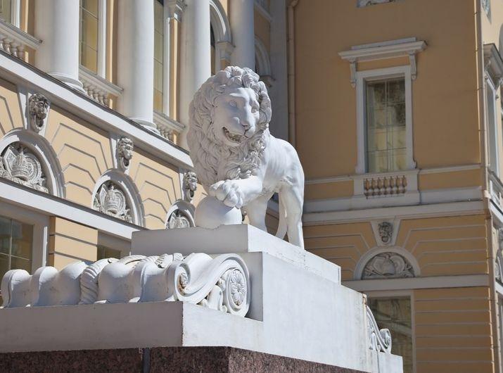 львы у входа в Русский музей