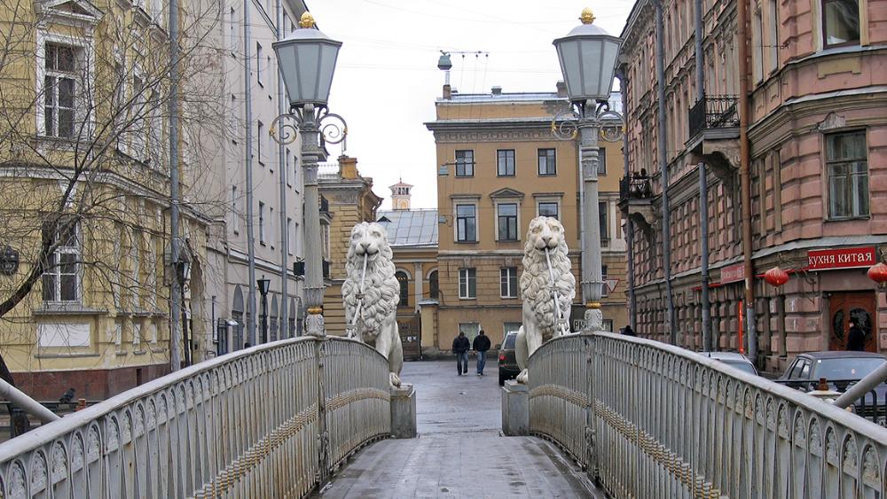 Львы Петербурга. Львиный мост