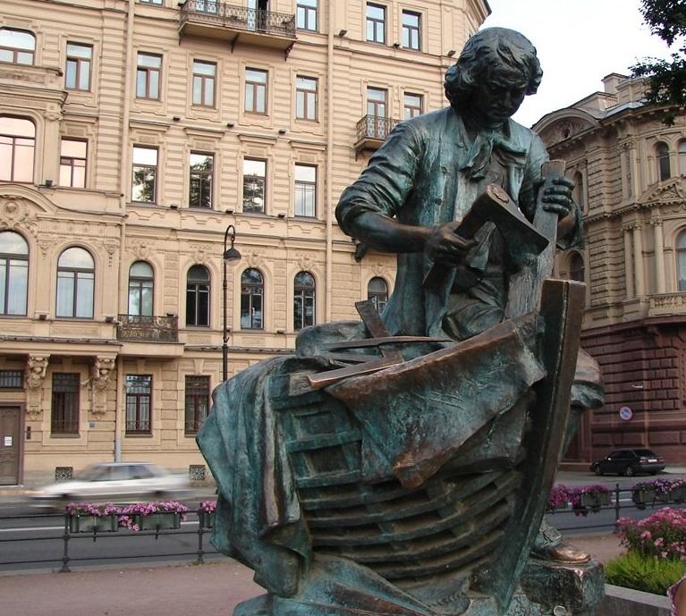 Памятник Петру на Адмиралтейской набережной