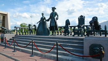 Памятники Петру